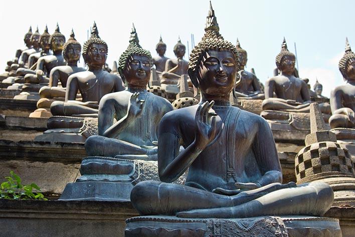 buddha-statues-gangaramaya-temple-colombo.jpg
